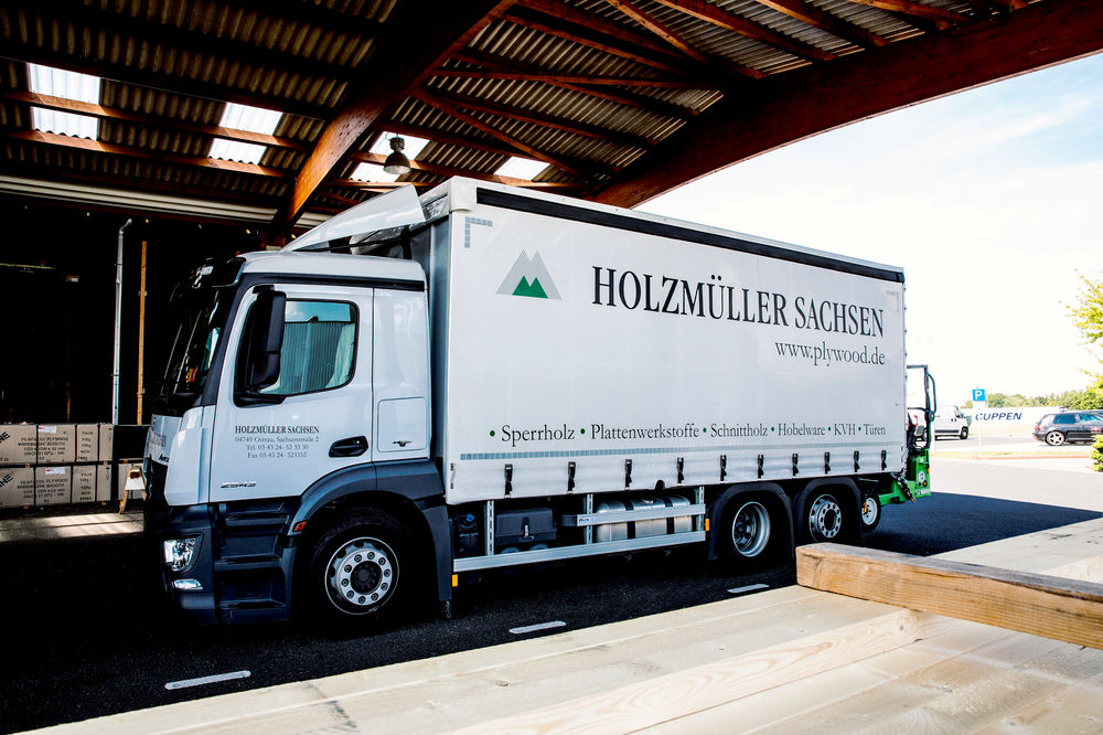 Holzanlieferung per LKW…